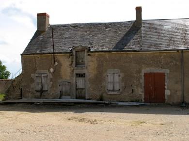 Beauce: Corps d'habitation de ferme sur cave enterrée à Epieds en Beauce