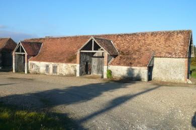 Forêt d'Orléans : Dépendances rurales à Dampierre en Burly avec porteaux et appentis en basse goutte