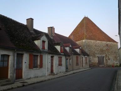 Gâtinais- Puisaye : Grange pyramidale à Batilly en Gâtinais